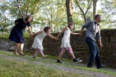 Famille des promenades idiotes Photo stock