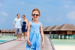 Famille des vacances d'été à la station de vacances Image libre de droits