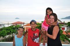 famille des vacances dans la plage Photographie stock libre de droits