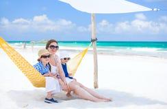 Famille des vacances de plage photographie stock