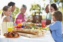 Famille dinant le fresque d'Al Photo libre de droits