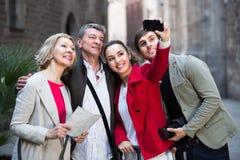 Famille du selfie quatre de prise dehors Image libre de droits