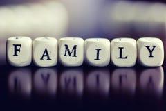 Famille en bois de cube en textes Photo libre de droits