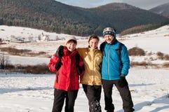 Famille en de l'hiver verticale ensemble - Photos stock