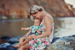 Famille en mer Photographie stock libre de droits
