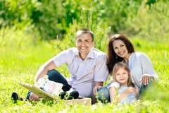 Famille en parc Photos stock