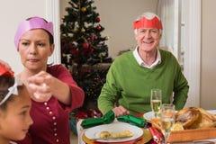 Famille en partie au dîner de Noël Photos libres de droits
