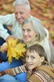 Famille en stationnement d'automne Photo libre de droits