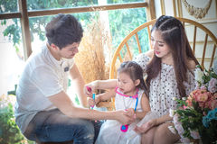 Famille, enfants, éducation, école et concept heureux de personnes - h Photos libres de droits