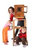 Famille et appareil-photo désuet photo stock