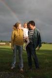 Famille et arc-en-ciel Photo stock