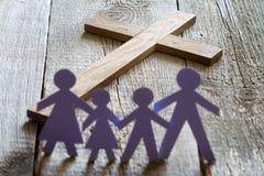 Famille et concept catholique croisé de mode de vie de Pâques Image libre de droits