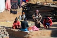 Famille faisant leurs corvées quotidiennes Photo libre de droits