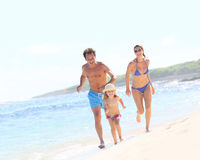 Famille gaie appréciant les vacances d'été Images libres de droits