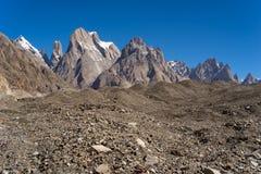 Famille grandes falaise de tour de Trango et tour de Trango, K2 voyage, Pakis photo stock