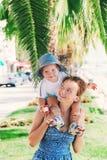Famille heureuse à l'heure d'été Image libre de droits