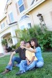 Famille heureuse à la maison Photos libres de droits