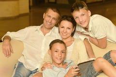 Famille heureuse à la maison Photo libre de droits