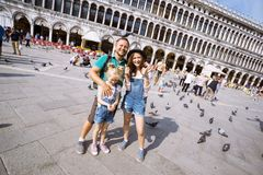Famille heureuse à Venise Photographie stock libre de droits