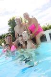 Famille heureuse appréciant l'été Photos libres de droits