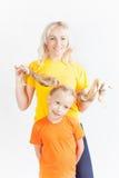 Famille heureuse avec la belle mère et ses enfants Images stock