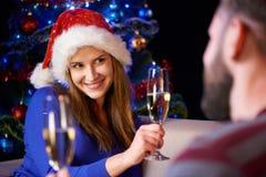 Famille heureuse célébrant Noël ou l'an neuf Photo libre de droits