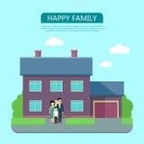Famille heureuse dans la cour de leur Chambre Photographie stock libre de droits