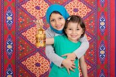 Famille heureuse dans Ramadan images libres de droits