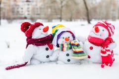 Famille heureuse de bonhomme de neige Images stock