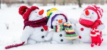 Famille heureuse de bonhomme de neige Image stock