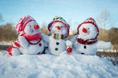 Famille heureuse de bonhomme de neige Images libres de droits