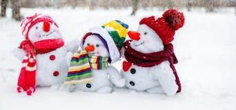 Famille heureuse de bonhomme de neige Photos libres de droits