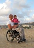 Famille heureuse de fauteuil roulant Photo libre de droits