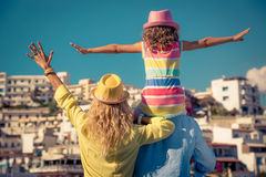 Famille heureuse des vacances d'été Photographie stock