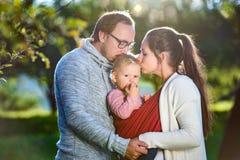Famille heureuse en nature Photo stock