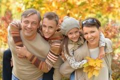 Famille heureuse en stationnement Photo libre de droits