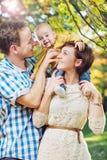 Famille heureuse en stationnement Photographie stock