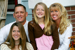 Famille heureuse ensemble Photo stock
