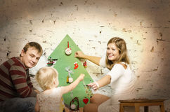 Famille heureuse ensemble des vacances d'hiver Photographie stock