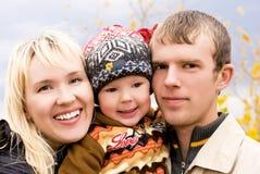 Famille heureuse extérieure Image libre de droits