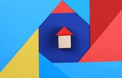 Famille heureuse, maison, assurance, immobiliers investissant le concept Photo stock