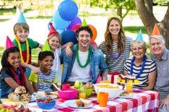 Famille heureux célébrant un anniversaire Image libre de droits