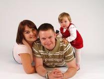 Famille heureux d'isolement sur le blanc Photographie stock libre de droits