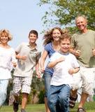 Famille heureux dans l'humeur espiègle Photo libre de droits