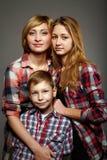 Famille heureux - momie et enfants Images libres de droits
