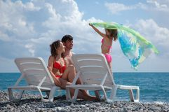 Famille heureux sur la plage Photos libres de droits