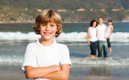 Famille heureux sur la plage Image libre de droits