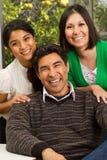 Famille hispanique avec une fille de l'adolescence Photo stock