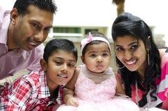 Famille indienne heureuse photos libres de droits