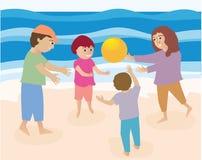 Famille jouant sur la plage Images libres de droits